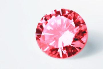 バリエーション豊富『カラーダイヤモンド』とは?色別宝石言葉と効果